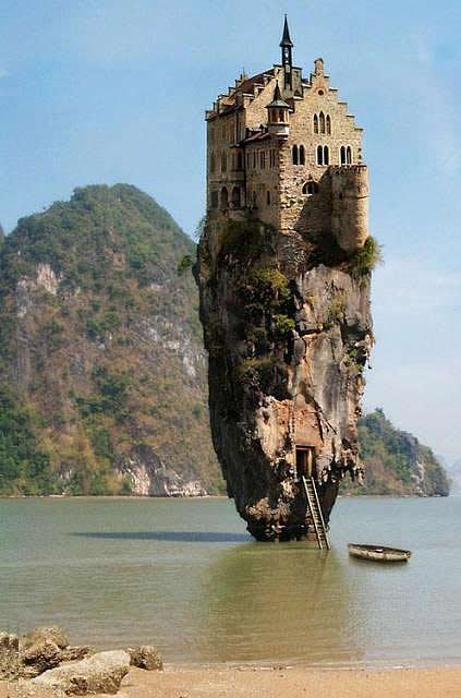 崖の上に建つ家