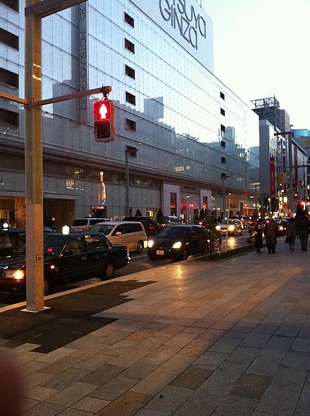 2011年3月11日以降、自主規制中の中央区銀座の街並み