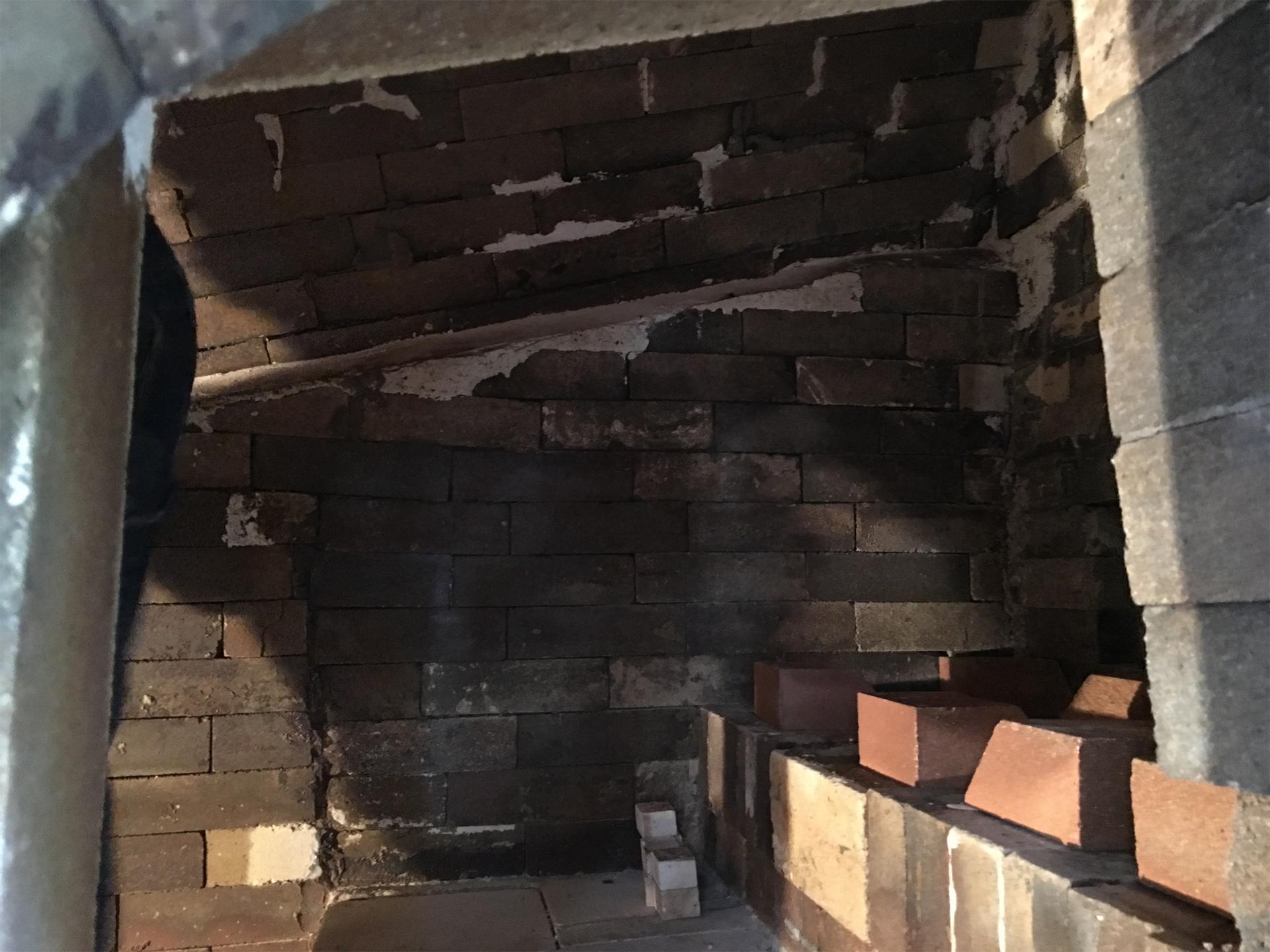 横の穴から撮影した窯の内部