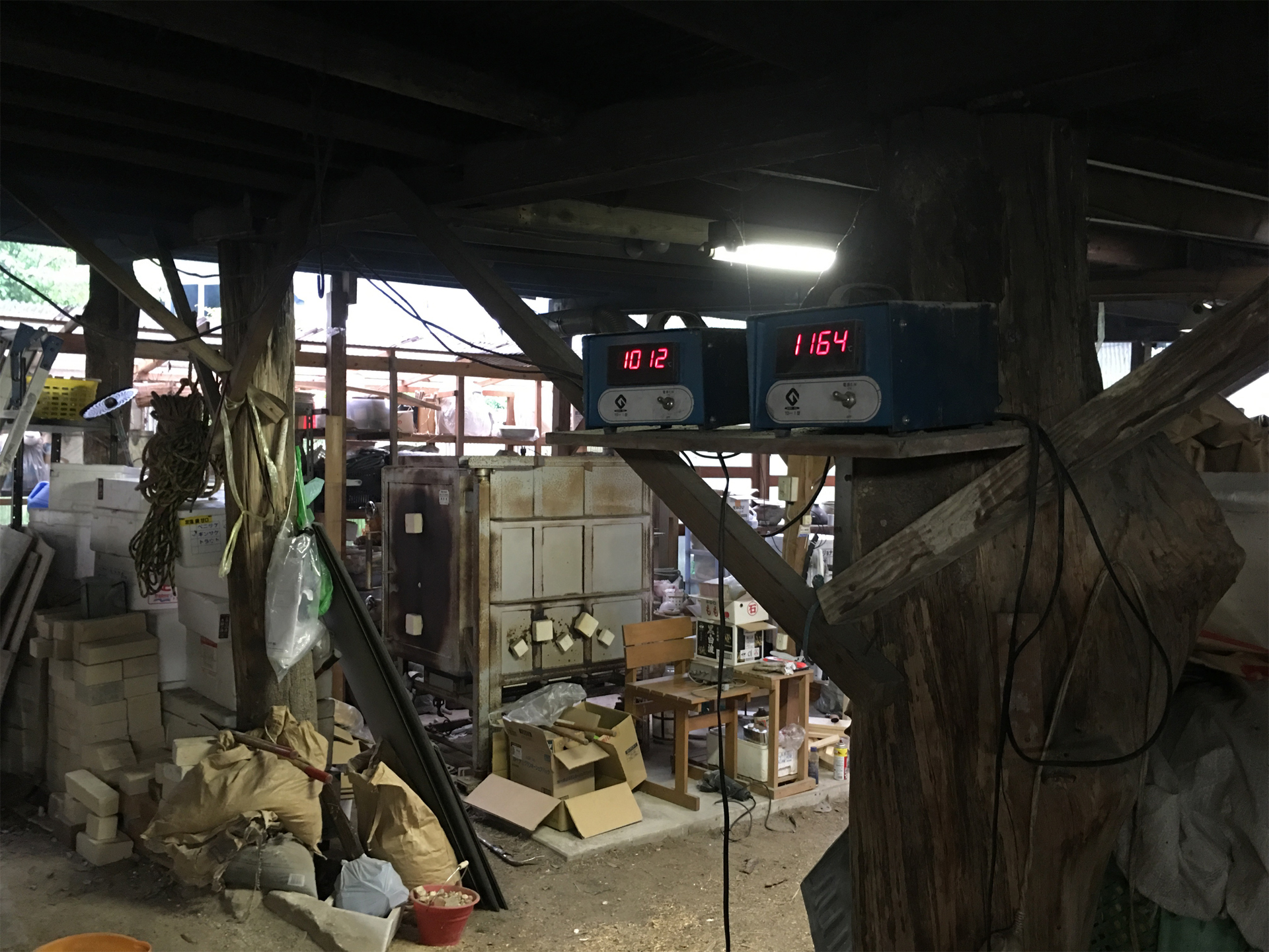 窯の中の温度を測る温度計