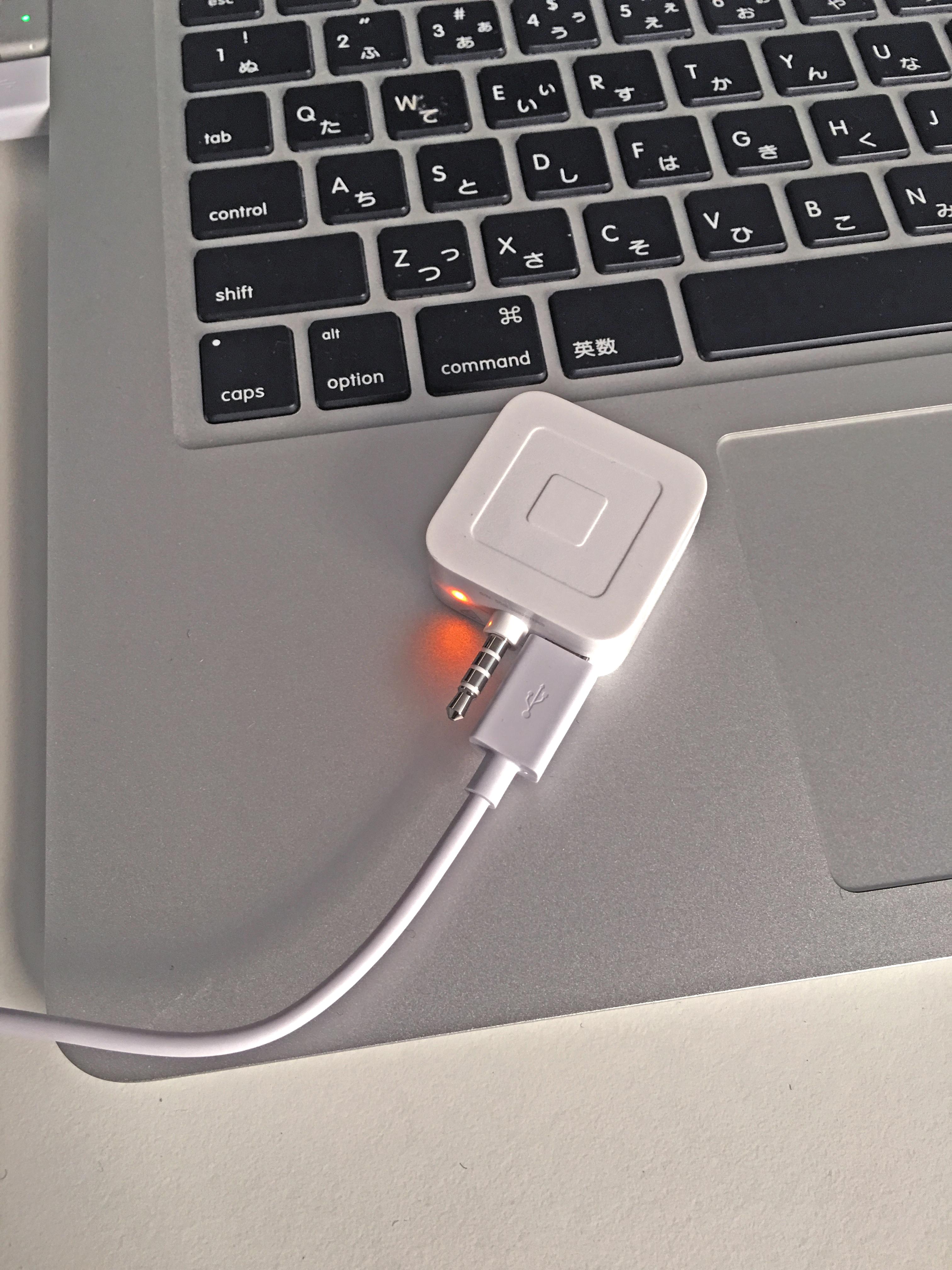 ICカード対応 Squareリーダーの充電の様子