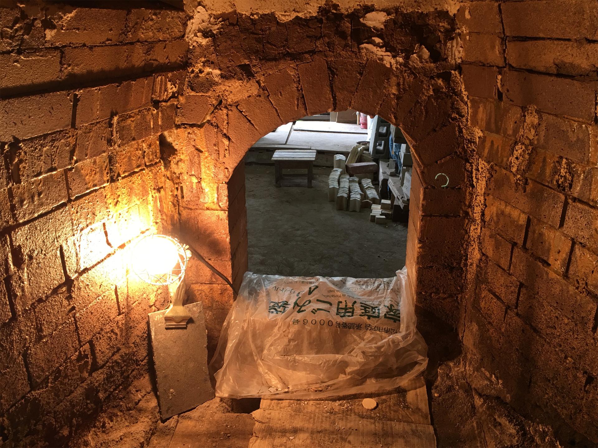 内部から撮影した窯の入口