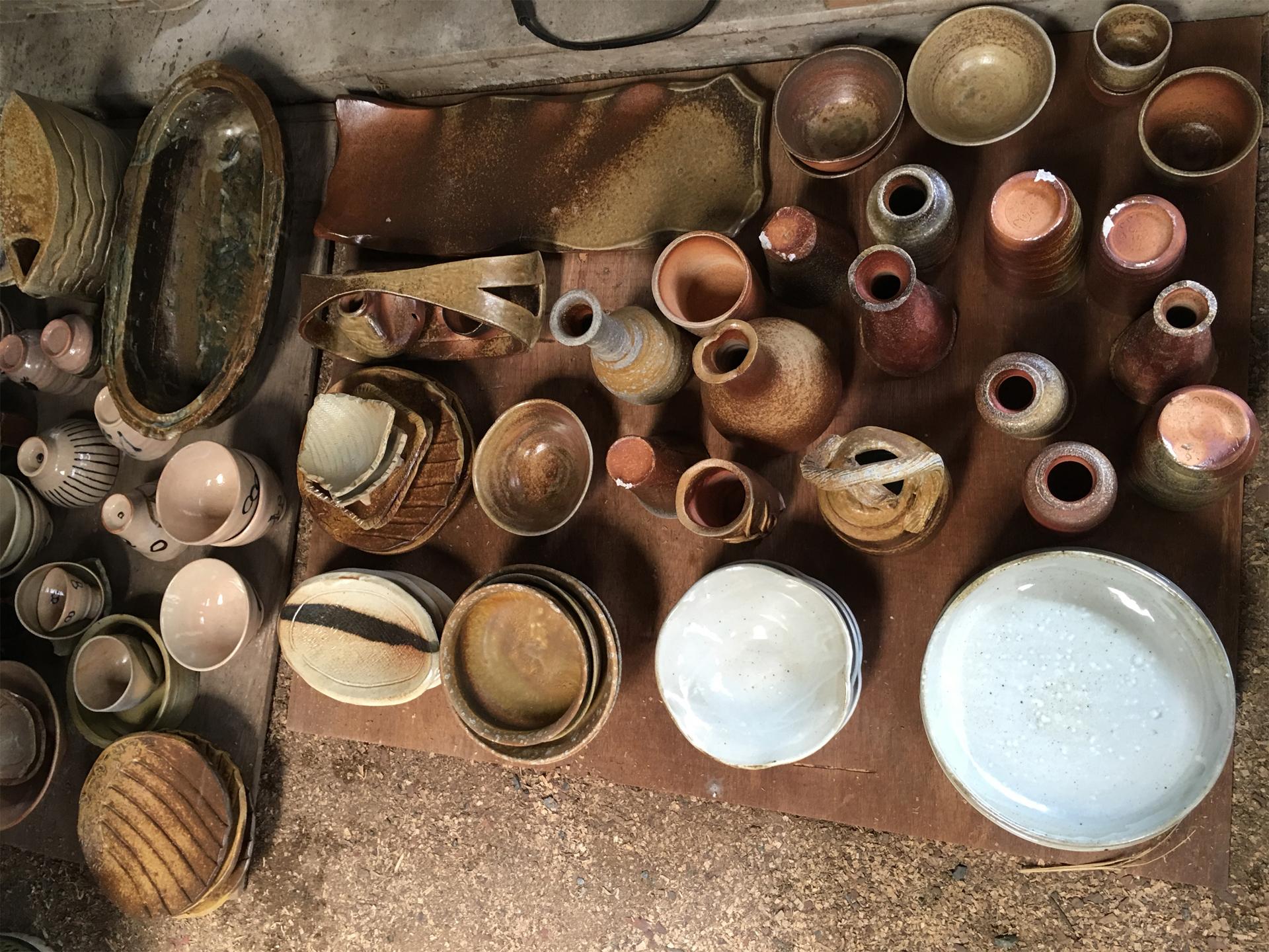 窯出し後の陶器類