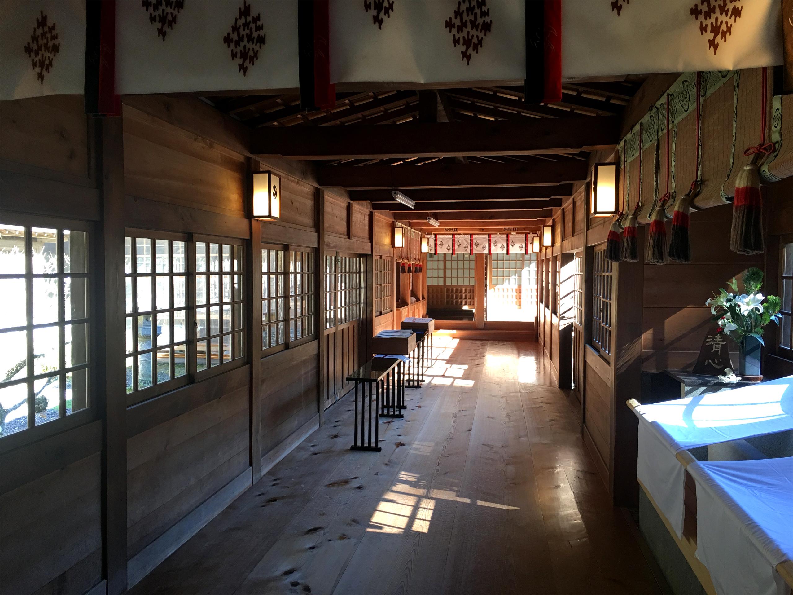 小國神社 拝殿へ続く廊下