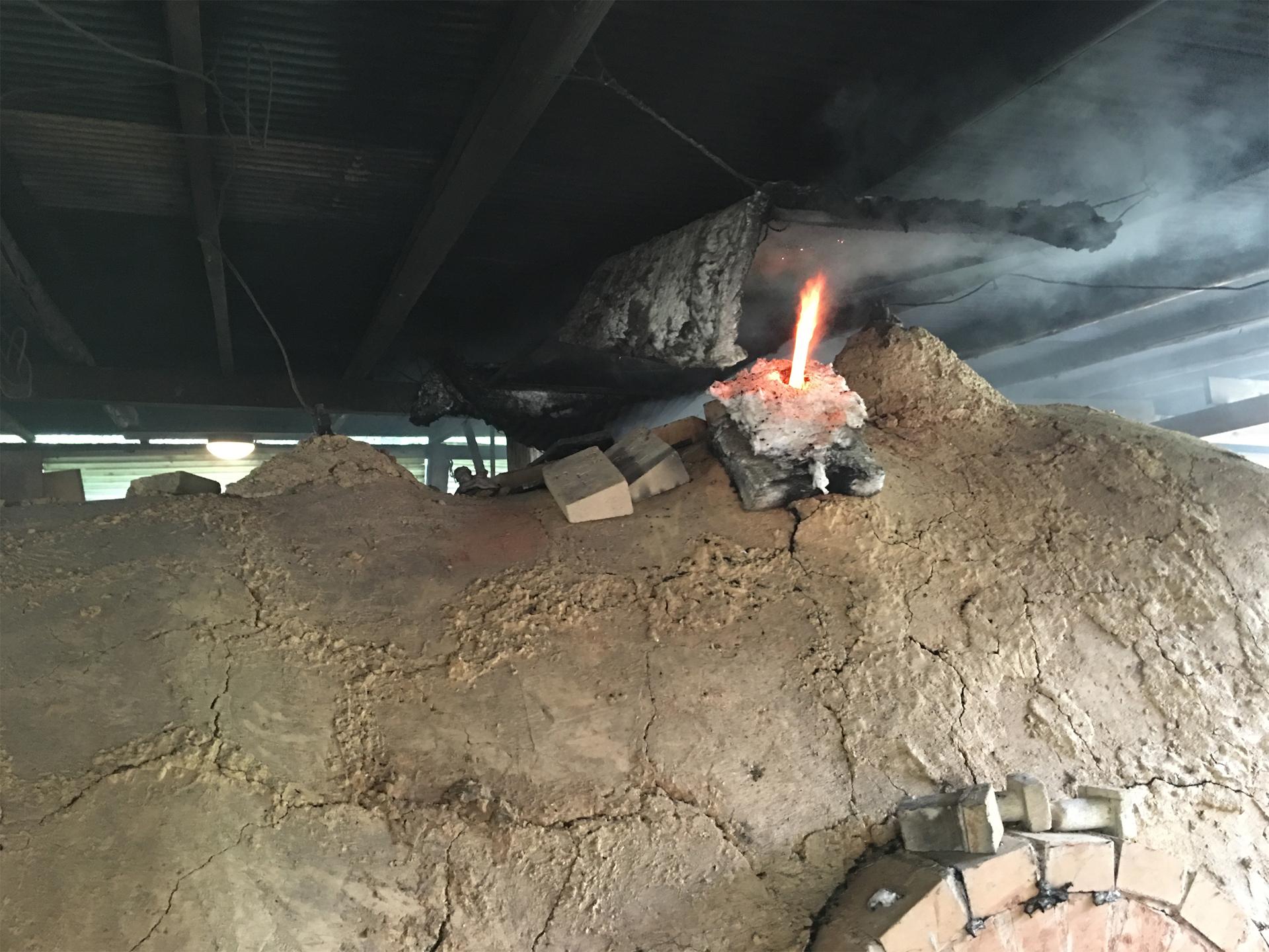 窯の火の様子を知ることができる「ツノ」